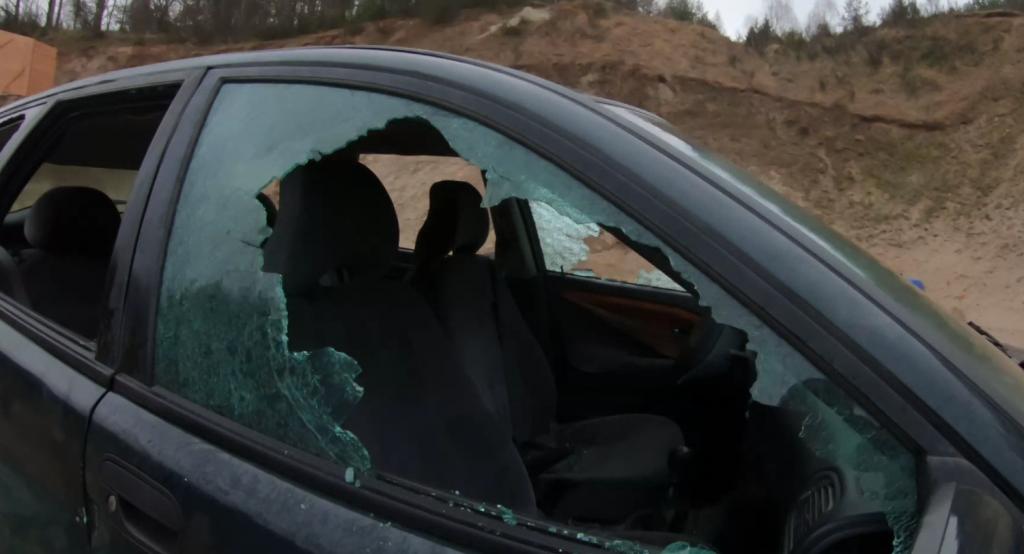Wybite szyby w samochodzie